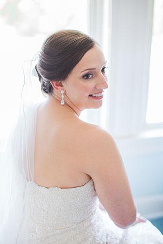Elegant bride at Bernards Inn in Bernardsville NJ photographed by Laura Billingham Photography