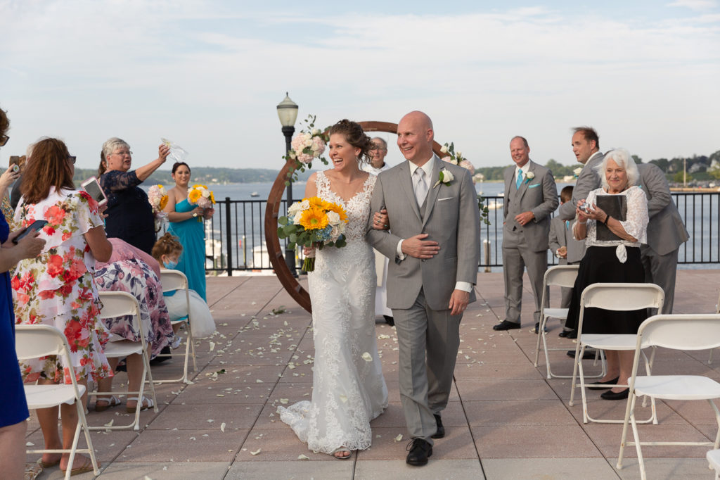 Summer wedding ceremony at the Molly Pitcher Inn photographed by Laura Billingham