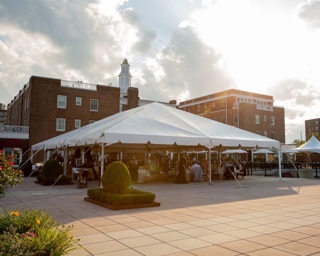 Elegant wedding reception tent on the patio of the Molly Pitcher Inn in Red Bank, NJ photographed by Laura Billingham