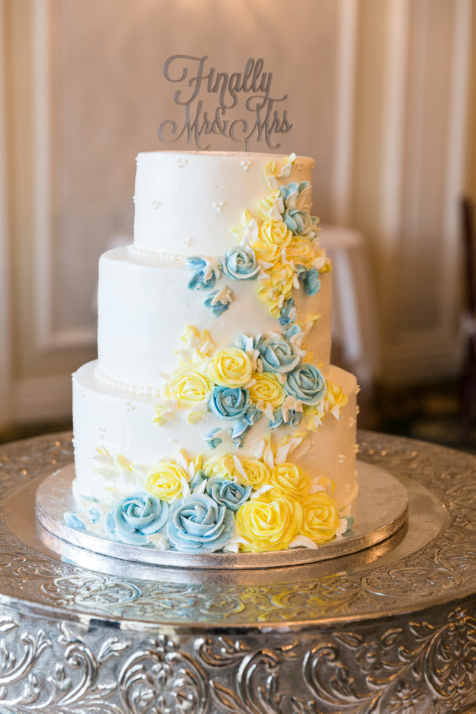 Elegant tiered wedding cake at the Molly Pitcher Inn in Red Bank, NJ photographed by Laura Billingham