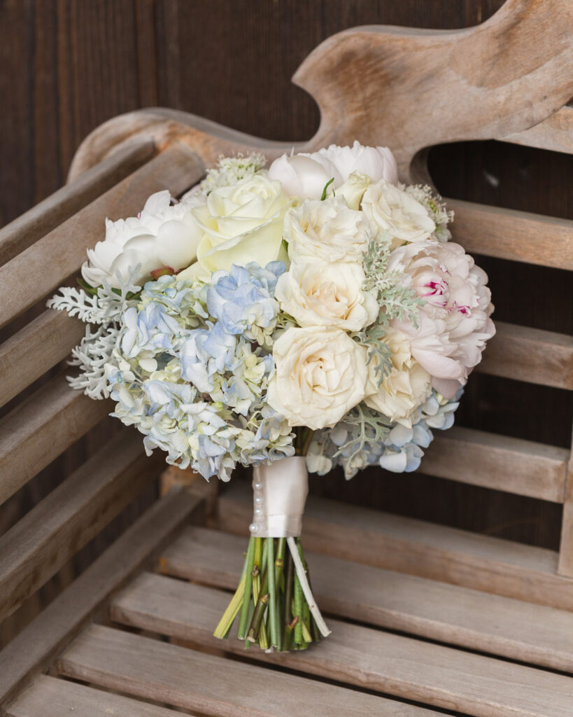 Elegant bouquet at Bridgeton House on the Delaware photographed by Laura Billingham