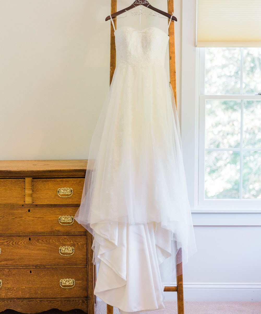 rustic chic wedding gown in Pittstown, NJ photographed by Laura Billingham